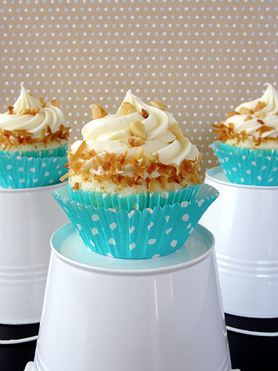 Delicious White Chocolate Coconut Cupcakes Recipe