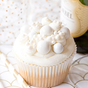 Bubbly Champagne Cupcakes, buttercream, frosting, boozy cupcake, recipe, baking, dessert