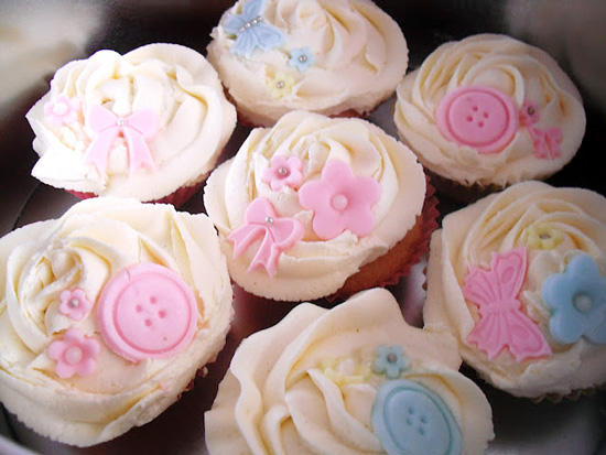 Pastel Buttons & Bows Lemon Buttercream Cupcakes buttons-and-bows-cupcake-decoration-ideas