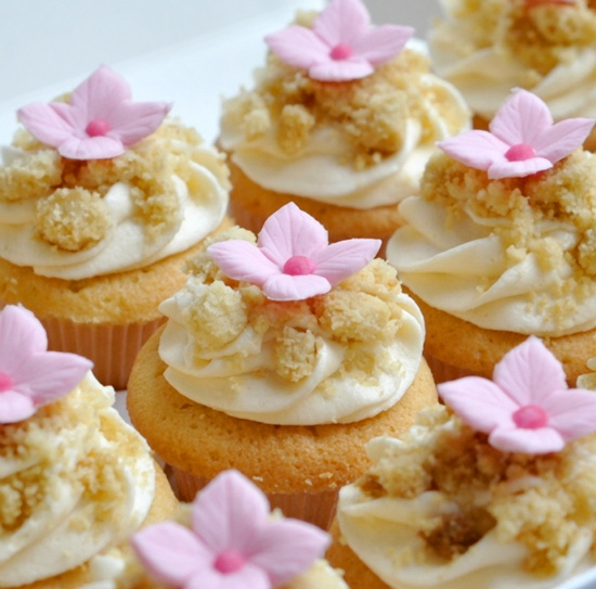 Rhubarb and Ginger Crumble Cupcakes