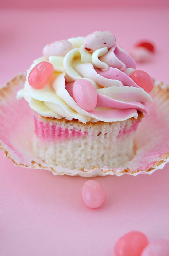 http://cupcakesadiario.blogspot.com.es/2012/06/angel-food-cupcakes-con-jelly-bellies.html
