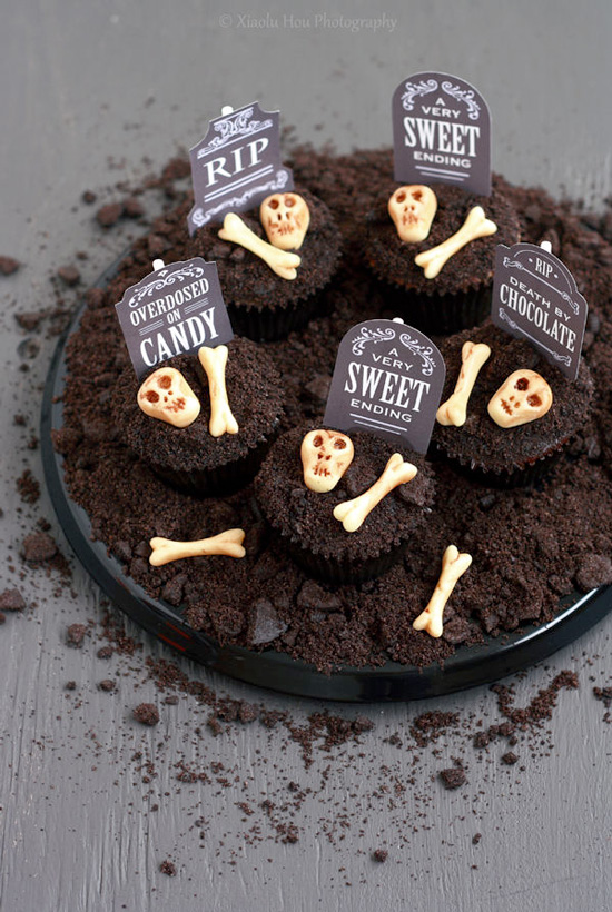 Halloween Spooky Chocolate Cookies N' Cream Cupcakes recipe