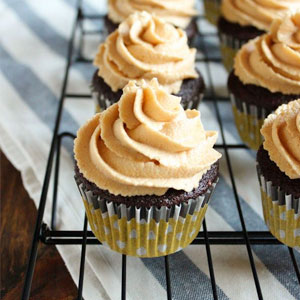 chocolate, peanut butter, cupcake, recipe, cupcakes, cupcake recipe, cream cheese, frosting, baking, dessert, food