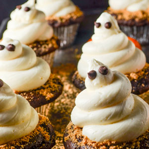 Dark Chocolate Ghosts Cupcakes